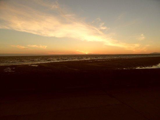 Queens Promenade Hotel: Sun Set