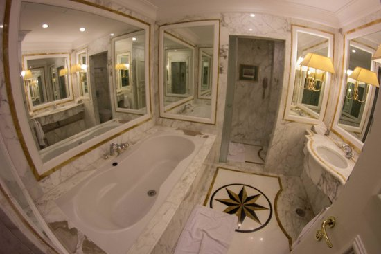 Royal Olympic Hotel: Baño Suite