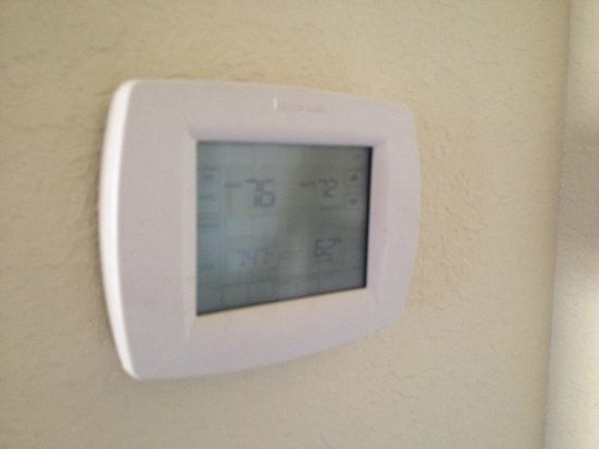 Lake Buena Vista Resort Village & Spa : broken air conditioning
