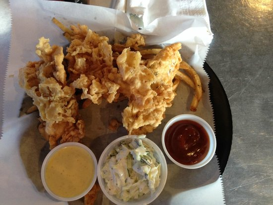 Maniac's : Chicken Tenders and slaw