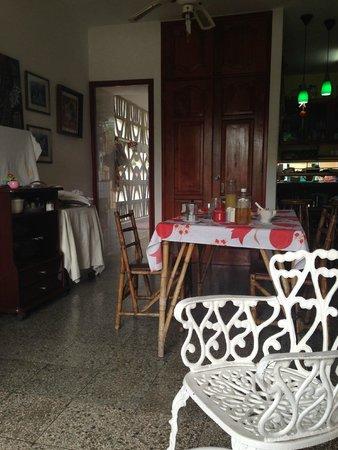 Casa Particular Miriam Guerra: Kitchen table