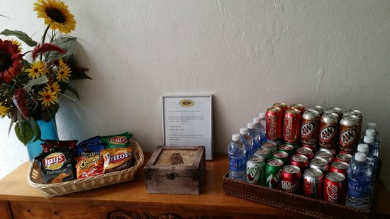 Canyon Rose Suites: Snack bar - it's on the honor system