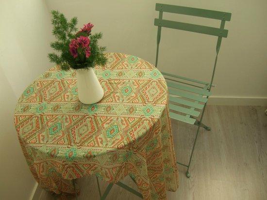 Inn Bairro Alto Bed & Breakfast: A cosy corner in Sintra Room.