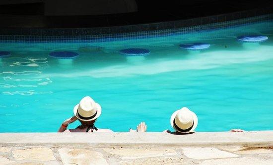 Surf Ranch Hotel & Resort : Swim up bar