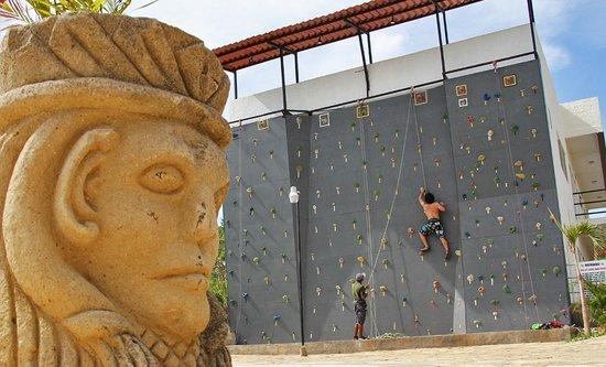 Surf Ranch Hotel & Resort : Rockclimbing wall