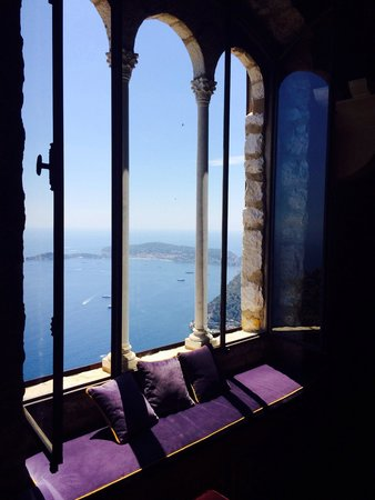 Chateau de la Chevre d'Or : Most stunning bar view
