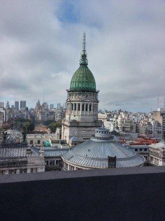 Uno Buenos Aires Suites: Vista do 14° andar do prédio do hotel. A construção é o congresso nacional argentino. Vale a pen