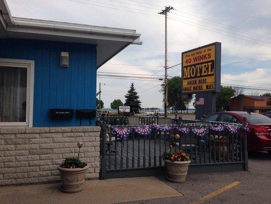 40 Winks Motel: Simple but Cozy