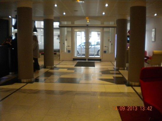 Novotel Lille Centre Grand Place : L'entrer de l'hôtel