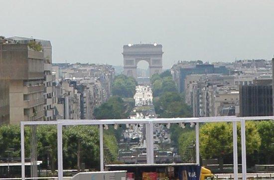 La Grande Arche de La Defense: View in the distance from La Grande Arche