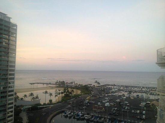 The Modern Honolulu : Dawn, July 2014
