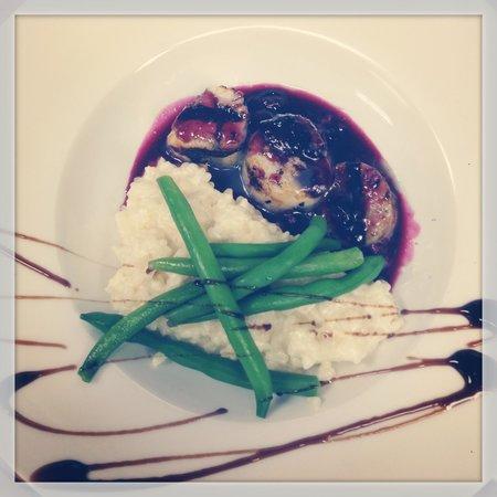 The Hollow Bistro & Brew : Blueberry chutney sea scallops