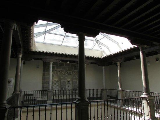 La Madraza: Patio interior