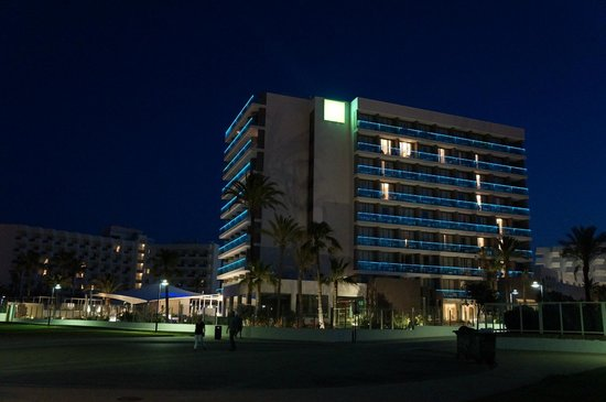 Protur Playa Cala Millor Hotel: Hotel by night