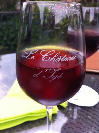 Chateau d'Ige: A Nice Aperitif on the Terrace