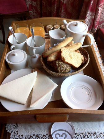 Chateau d'Ige: Petit Dejunier in the room