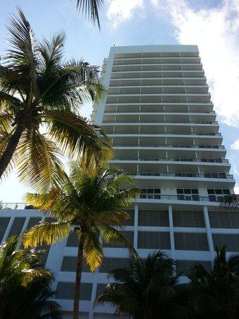 Miami Beach Resort and Spa: Fachada posterior