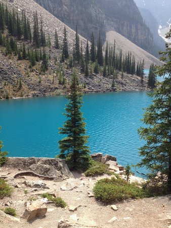 Moraine Lake: So blue with the sun