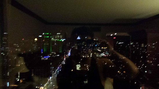 Hotels Gouverneur Montreal: Nightime view from 2802