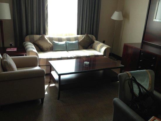 Ramada Jumeirah: King Suite living area