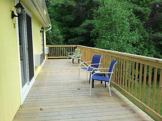 Lake Winnipesaukee Motel: Overlooks back yard