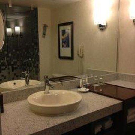 Renaissance New York Times Square Hotel : bathroom