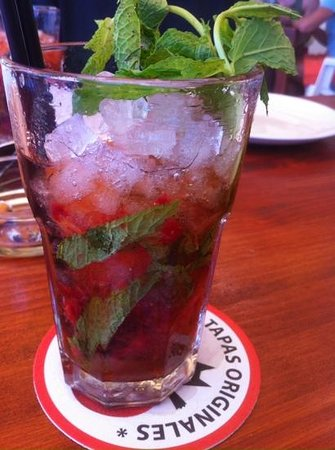 El Gato Lounge: strawberry mojito