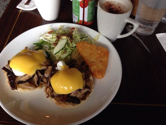 Brunch Club & Supper: Egg Benedict's with mushrooms