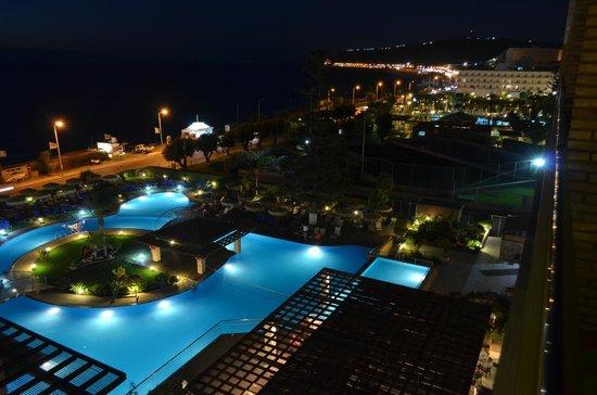 Oceanis Hotel : Vue sur la piscine le soir