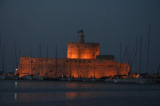 Oceanis Hotel : Le Fort Saint Nicolas, à Rhodes, à 10 mn en bus...