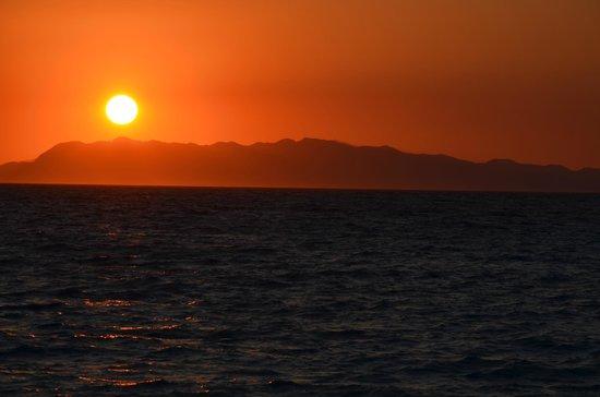 Oceanis Hotel : Coucher de soleil sur la Turquie me semble-t-il...