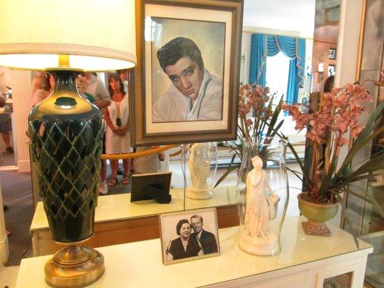 Graceland : A display of photos