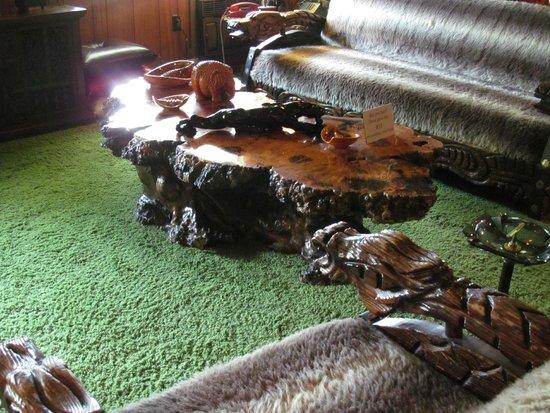 Graceland : The jungle room