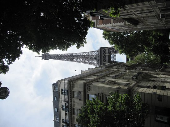Derby Eiffel Hotel : our view from a few blocks away from hotel