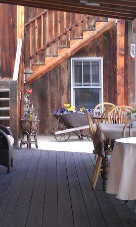 Twin Lakes Roadhouse Lodge: Breakfast al fresco