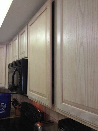 Star Island Resort and Club: Kitchen cabinet door would not close completely
