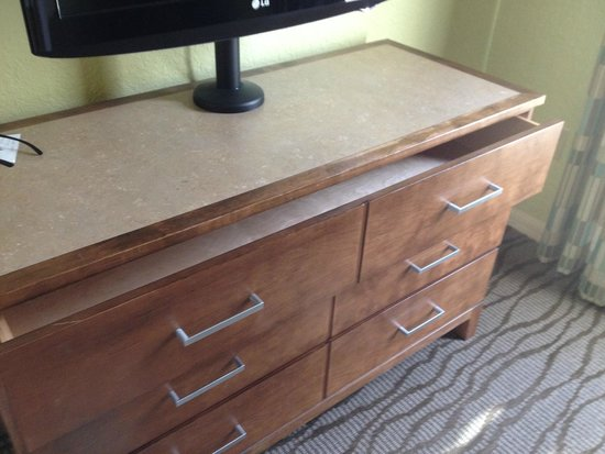 Star Island Resort and Club: dresser drawer would not close completely