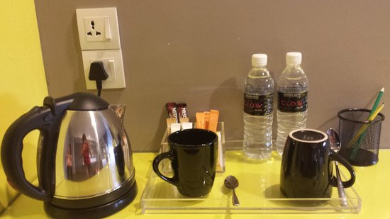 GLOW Penang: Kettle, cups & mineral water provided.