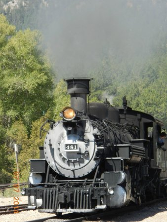 Durango and Silverton Narrow Gauge Railroad and Museum : Train pulling into Rockwood station