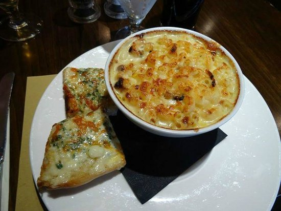 The One Under Gastro Pub: mac n cheese, bit too heavy and greasy for me