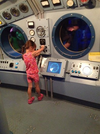 Shedd Aquarium : Kids touch and play mini submarine.