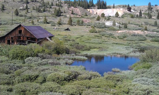 Twin Lakes Roadhouse Lodge: Mining district East of Leadville