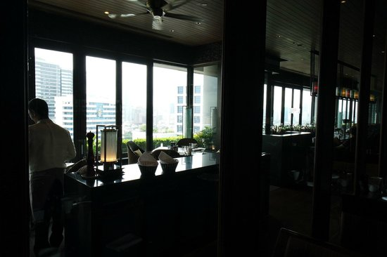 Crowne Plaza Bangkok Lumpini Park : 23층 파노라마 레스토랑