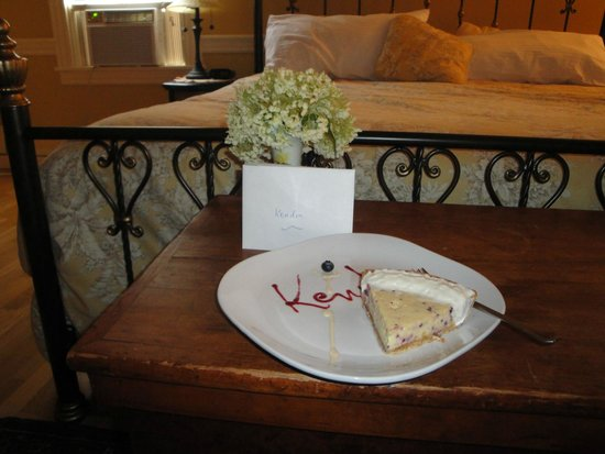 Bernerhof Inn Bed and Breakfast: Key Lime Birthday Pie...Delicious!!