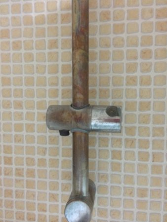 Aguamarina Golf Apartments: Rusty pipes