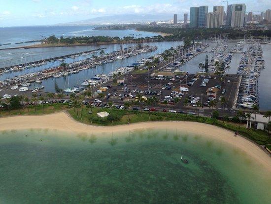 Hilton Hawaiian Village Waikiki Beach Resort: Looking out of 2210
