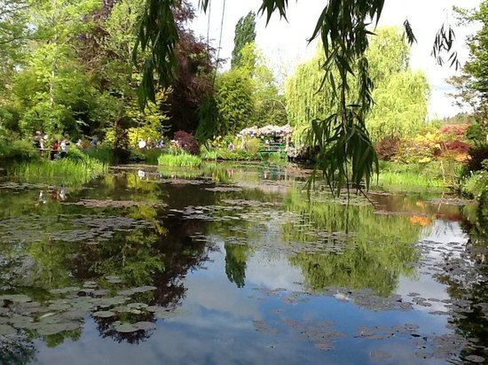 Monet 39 s garden giverny france picture of claude monet for Monet home