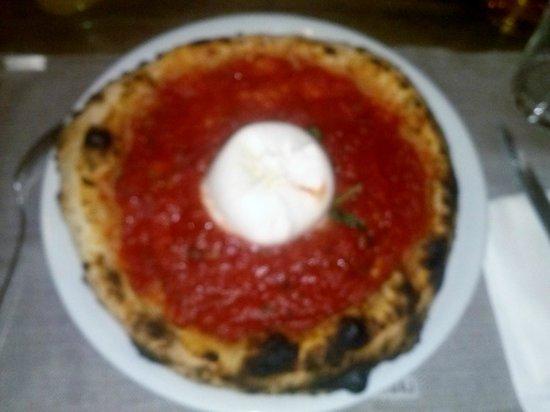 La Madama Della Rocca: pizza bufala