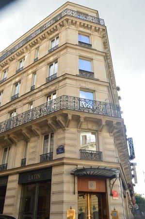 Hotel Quartier Latin : Uma fachada tradicional com suites modernizadas.