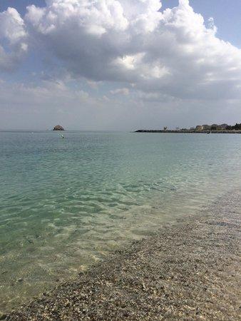 Radisson Blu Resort Fujairah: Preciosas aguas cristalinas. Playa privada del hotel.